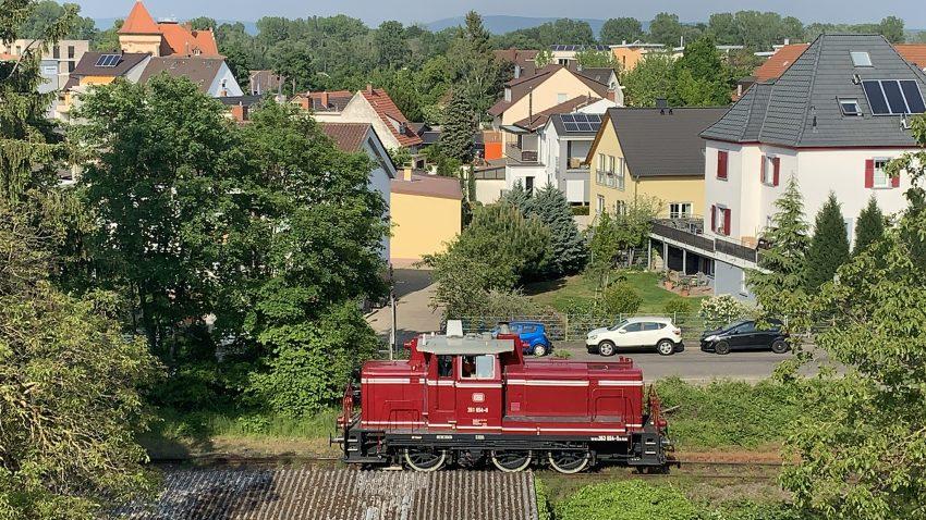 Eine V60 im Mai 2019 auf der Hafenbahn in Speyer